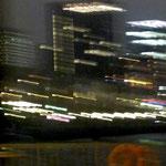 "27. Danke @NDR! _Lichtbewegung an der Hamburger Waterkant_ 1/2014. Abends in voller Schiffsfahrt vorbei am Fähranleger ""Altona / Fischmarkt"" ..."