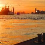 18.  _Sound of water_ 22.10.2013. Schiffsanleger _Landungsbrücken_ Die 688 m lange Anlegestelle wurde 1907 errichtet und diente ursprünglich den Personendampfern der Überseelinien als Anlegestelle.