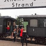 Historische Wagen der Museumsbahn am Schönberger Strand