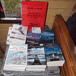 Und unsere Bücher fahren mit, samt Buchhändler ;-)