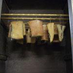 bacon henger i røykekammer