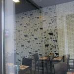 おっと。かわいい牛柄の壁紙発見。レストランです。