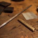 Bild: Gold und Silber mit Ebenholz für handgefertigte edle Manschettenknöpfe