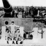 | Русская пушка из Порт-Артура, установленная у подножья храма (восток)