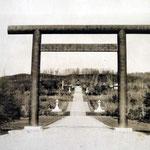 1920-1925 | Тории синтоистского храма Карафуто дзиндзя (восток)