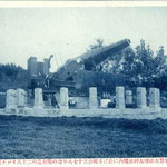 | Русская пушка из Порт-Артура, установленная у подножья храма (юг)