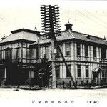 1908-1921 | Первое здание почты Тойохары. Откроется в 1908, сгорит в 1921. Стояла там, где сейчас кафе Колобок (на юго-запад)