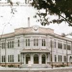 1930-е | (конец) Десять лет в левом крыле был обком партии. В 1954 г. с крылечка выступал Н.С. Хрущёв. Сгорит в зиму 1954-1955