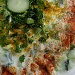 Gurken-Tomaten-Raita für indisches Buffet