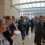 und zahlreiche Kunstinteressierte einfanden und dem Eröffnungsvortrag von ...