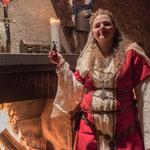November 2019 Das Gelage bei Lord Owen of Clun  ...Die Gastgeberin...