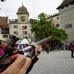 2016 Schloss Lenzburg ..noch schnell das Schloss einnehmen..