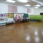 遊戯室の白壁