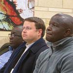 PP. Emmanuel Haba et Jean-Marie Simar (nouveau recteur), Pierre-Théophile Essoungou écoutent d'un air grave la présentation faite de la démarche