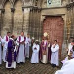 Devant la porte du transept nord