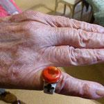 et Marthe, la bague au doigt.