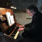 David a été très heureux de pouvoir jouer sur l'orgue de choeur récemment restauré, un magnifique Cavaillé-Coll
