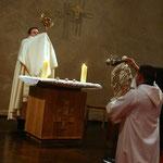 La veillée se terminait par la bénédiction du Saint Sacrement