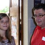P. Marc avec une jeune de la paroisse