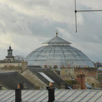 La verrière ronde de la Halle au Blé et, à gauche, le campanile de l'Hôtel de Ville