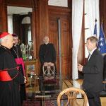 Le Cardinal Baldisseri et Mgr Habert sont reçus par M. Pueyo, Député-Maire d'Alençon