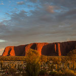 Uluru from the east at sunrise (Uluru Kata Tjuta Nationalpark, Northern Territory, Australia) © Stephan Stamm