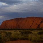 Uluru from the west at sunset (Uluru Kata Tjuta Nationalpark, Northern Territory, Australia) © Stephan Stamm