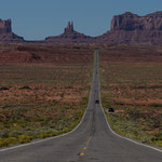 Scenery for a road movie - Monument Valley Navajo Nation tribal park (Arizona, USA)     © Stephan Stamm