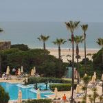 Blick aus dem Hotelzimmer zum Strand