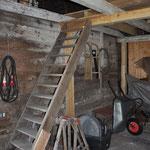 Die oberste Treppenstufe wird erneuert.