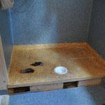 Leider mussten wir die im vergangenen Herbst gebaute Dusche wieder ausbauen, sie war nicht dicht. :-(