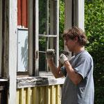 Felix versucht die Fenster zu retten.