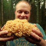 """Michel hat aber auch ein feines Näschen. (Hier hat er eine """"Krause Glucke"""" entdeckt.)"""