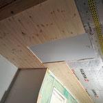Letzter Deckenabschnitt um die Dachluke.