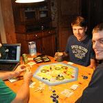 """""""Rummy-Cub"""" und"""" Siedler von Catan"""" sind unsere Favoriten für gemütliche Spieleabende."""