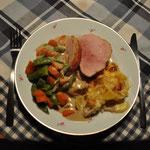 Lecker julskinka mit Kartoffelgratin und Gemüse. Göttlich! Danke Michel!