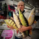 Am nächsten Tag richtig große Fische geangelt! :-)  :-)  :-)