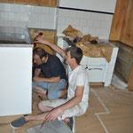 Einbauherd und-Kühlschrank in einen selbstgebauten Korpus installiert. Aber:...