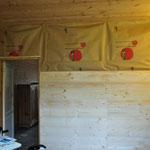 Die Wand ist gedämmt und wird nun auch von der Werkstatt-Seite verschlossen.