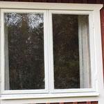 und alles noch zweimal streichen. Zum Schluss wird die neue Außen-Fensterbank montiert.