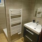 Salle de bain rez-de-chaussée avec douche