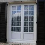 Porte fenêtre avec petit bois incorporé au verre