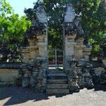 Ulu Watu (Tempelanlage an einer wunderschönen Steilküste)