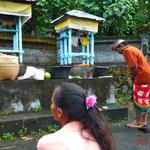 Zeremonie im Tempel des Dorfes (wir waren eingeladen)