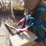 アトリエFoo*wa お庭で薪づくり 初めてのノコギリ