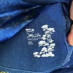 タグなし。裾の内側にロゴプリント「夢があるから毎日楽しくがんばれる」