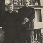 Maria Kraemer (geb. Miller) mit ihrem Bruder Dr. phil. Otto Miller (Priester, Dichter und Publizist)