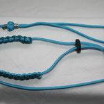 Showleine 80 cm mit integrierter Halsung, Kehlkopfschutz und Strassperlen. Mit Kordelstopp feststellbar. Farben: Baby Blue und Neon Turquoise Diamond
