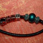 Showleine - Leder schwarz 80 cm inkl. Halsung, Perlen Strass und Glas türkis, Pfote schwarz und Name