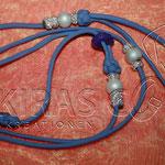 Showleine 110 cm mit integrierter Halsung, Kehlkopfschutz, Strass- und Glasperlen. Mit Kordelstopp feststellbar. Farbe Lilac